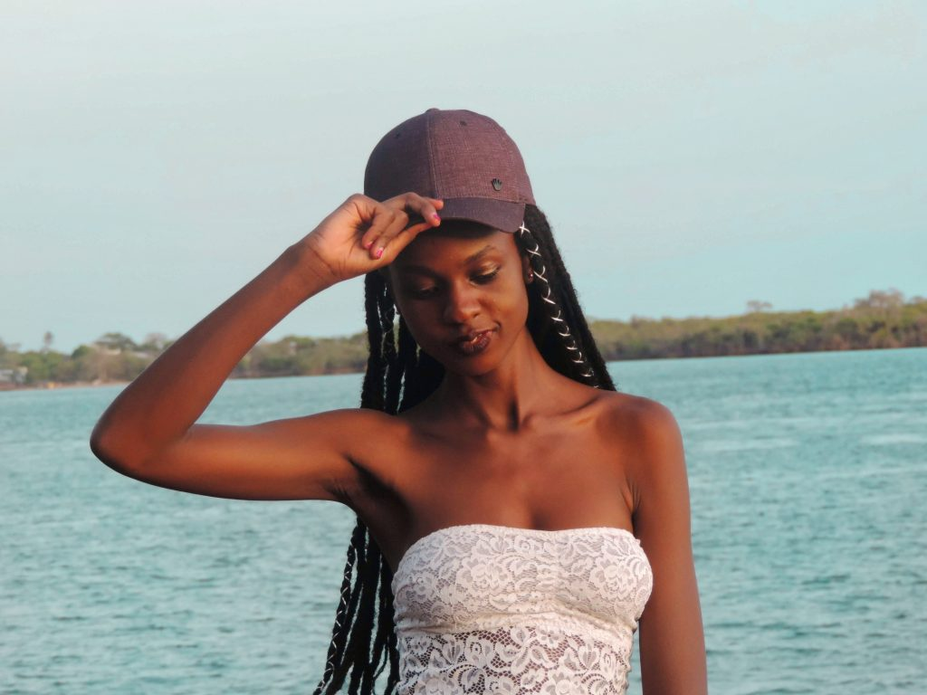 8 Simple ways to style your braids when traveling- Tips on how black women should style their protective braids in under three minutes